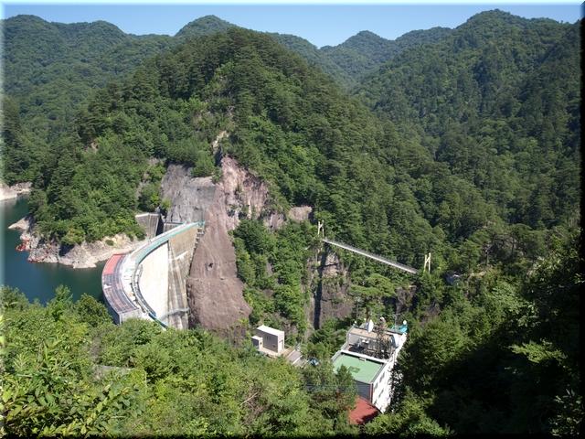 見晴休憩舎から見た川俣ダム&吊り橋