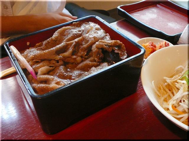 近江牛肉の薄焼きステーキ丼セット(大盛り)