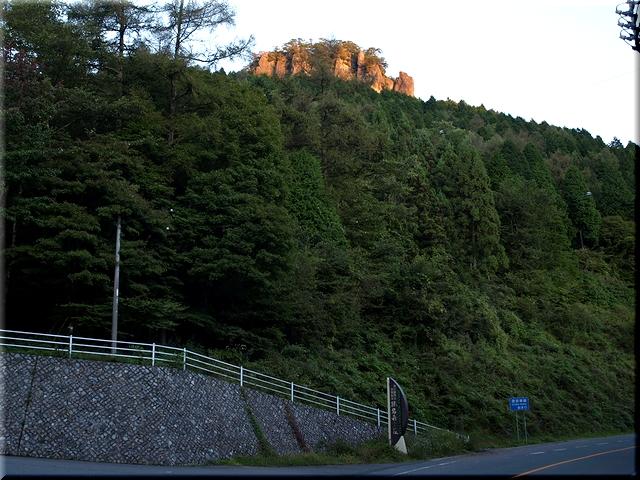 登山道入り口&硯岩