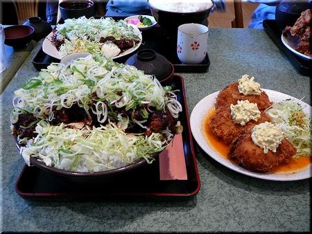 特製味噌かつ丼(特盛り)+ カニクリームコロッケ