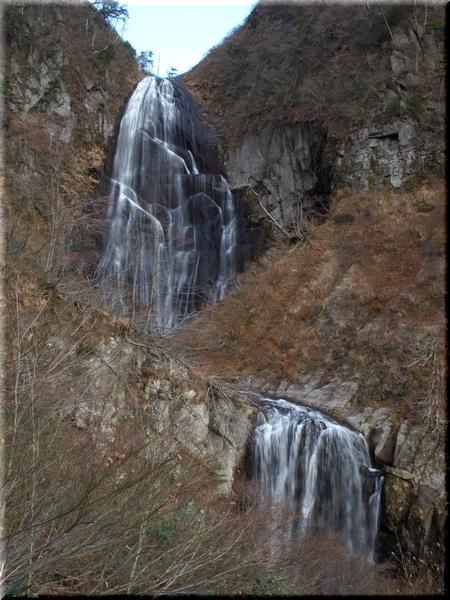 上段の滝壺へ向かう途中から
