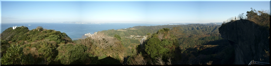 山頂展望台から東京湾を望む