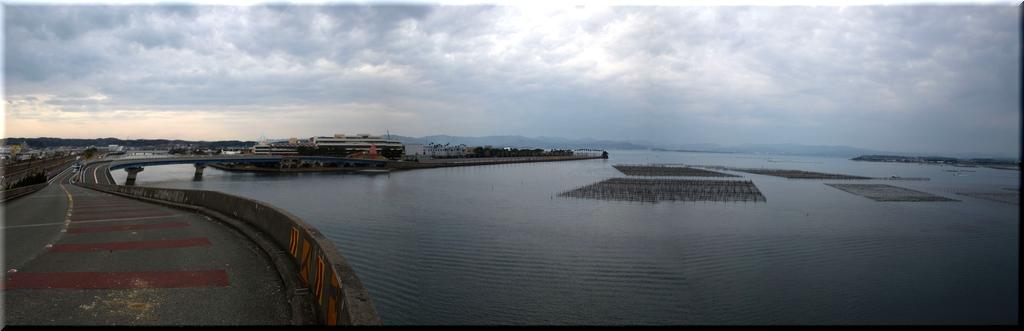 北側:新居町駅・浜名湖競艇場が見える