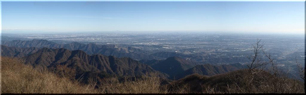 山頂から東~北方のパノラマ