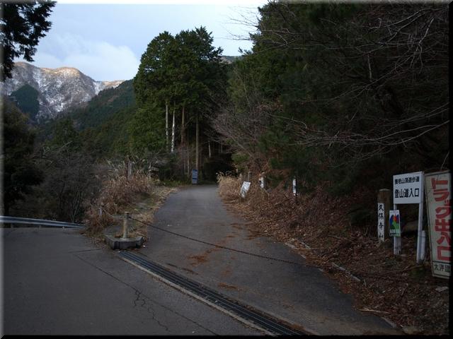 養老山登山道入り口