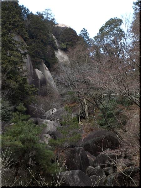 太郎岩・関ノ岩屋・屏風岩