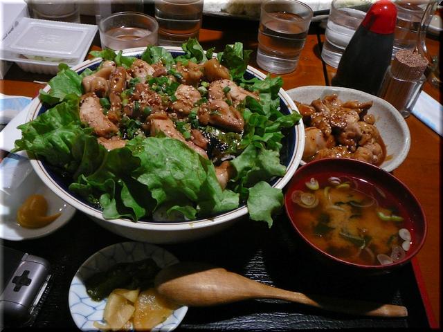 地鶏もも肉やきとり丼(メガ・特盛り)