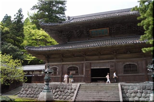 中雀門から見た仏殿