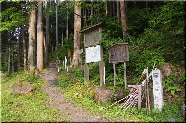 篠脇城址登山道