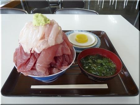 ハーフ丼(マグロ・ヒラメ)