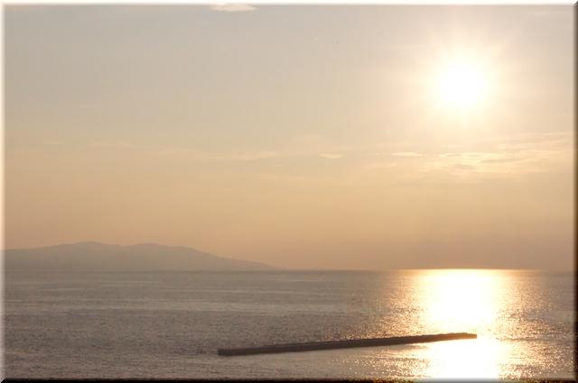 大間崎に沈みゆく夕日