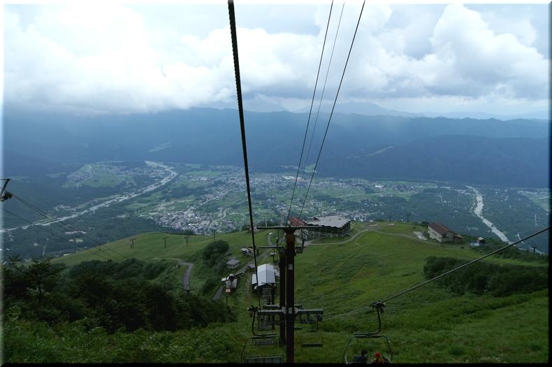 黒菱平を目指すリフトから見た山麓
