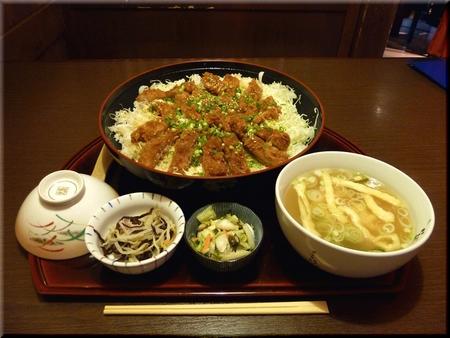 メガ黒豚ソースかつ丼