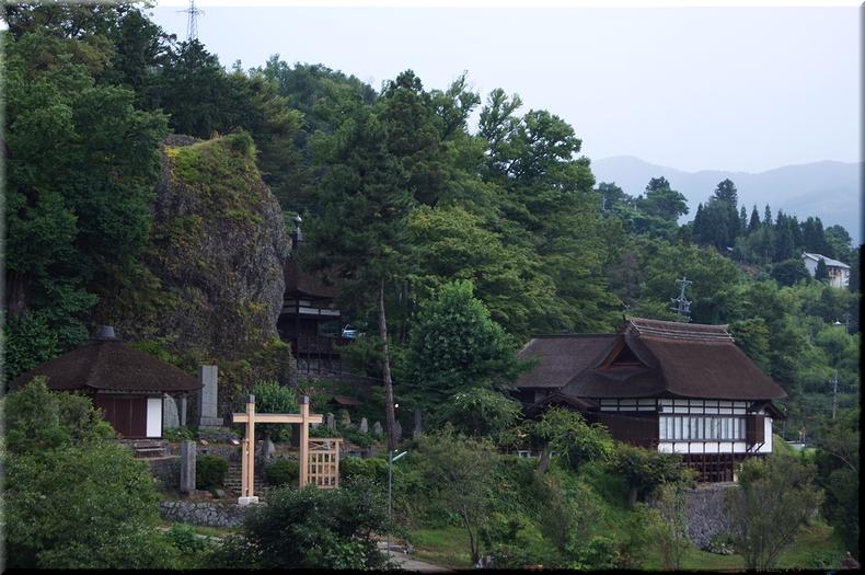 棚田から見た長楽寺全景
