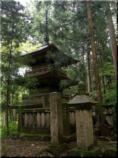 三重塔&霊犬早太郎の墓