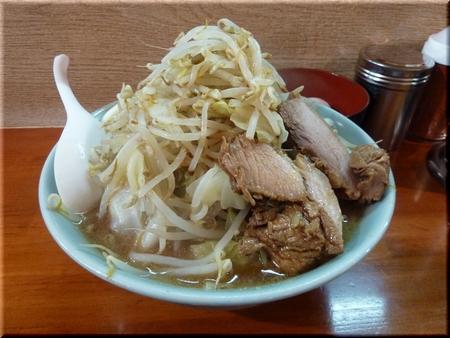 ラーメン(麺少なめ・野菜マシマシ)