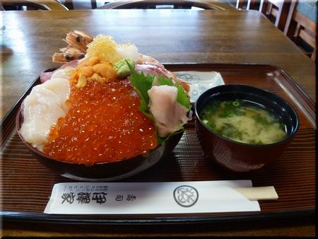 豪華海鮮丼(巨大ドーム盛り)