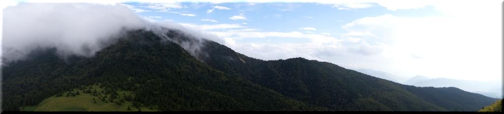 四阿山にまとわりつく雲