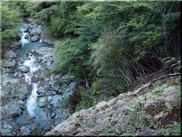 岩場をトラバース