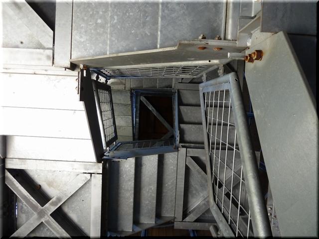 内部の螺旋階段