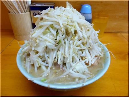 ブタ入り(野菜マシマシ)