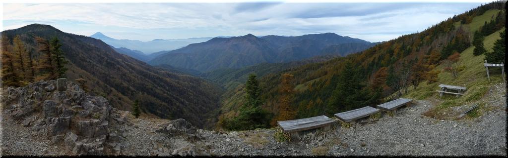 雁坂峠から南方の眺め