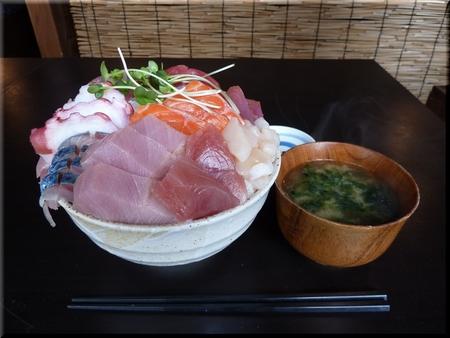 デカ盛り海鮮丼(大盛り)