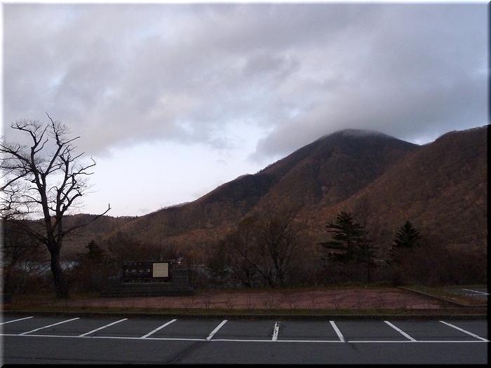 大沼南岸から眺める黒檜山