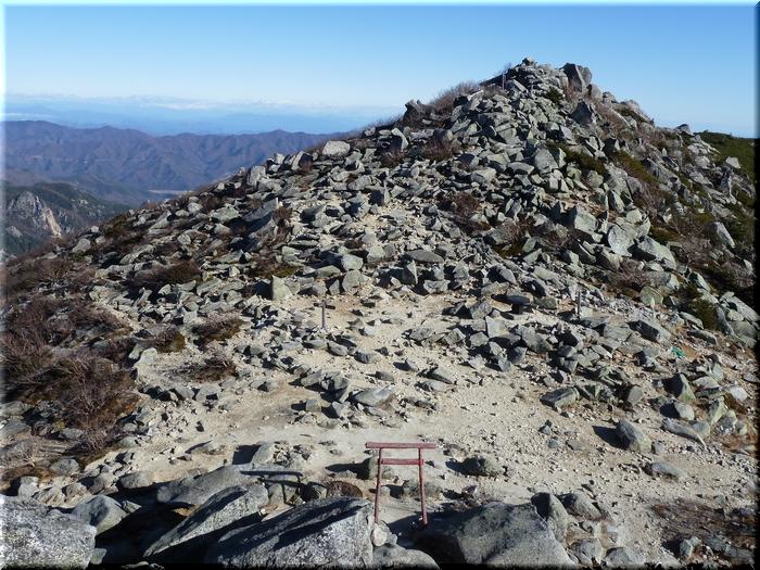 五丈岩より眺める山頂