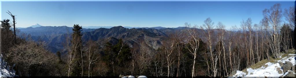 山頂からの西方のパノラマ