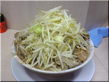 ドカ盛り豚ダブル(野菜マシマシ)