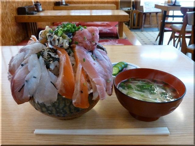海鮮丼(大盛り)