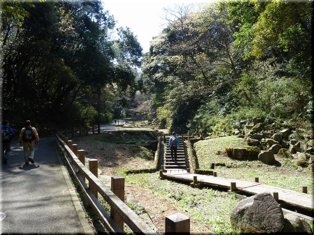 衣笠駅側公園入口
