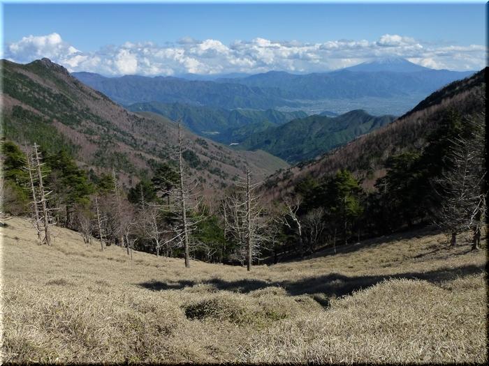 大ダオから望む乾徳山&富士山