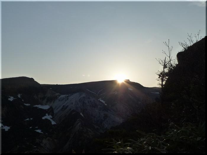 稜線からの日の出
