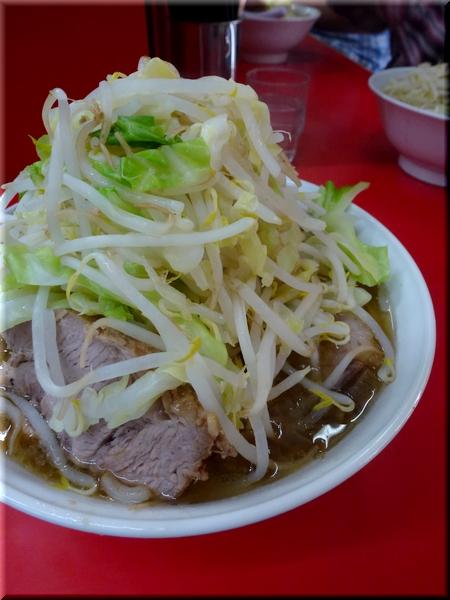 ぶた入り大盛ラーメン(野菜マシマシ)