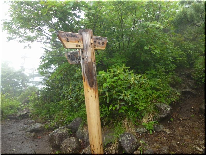 山頂・空木岳避難小屋分岐