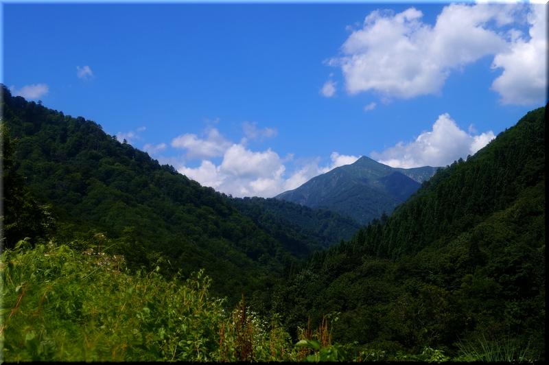 朝日鉱泉から見る朝日岳