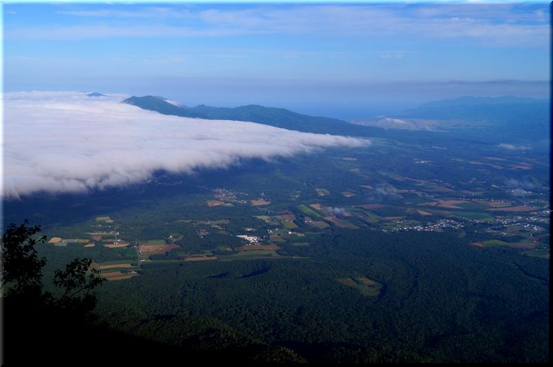 雲に覆われるニセコ