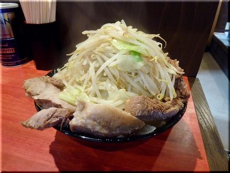大ラーメン豚入り(野菜マシマシカラメ)