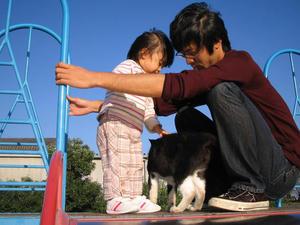 公園で・・・ノラ猫をナデナデ