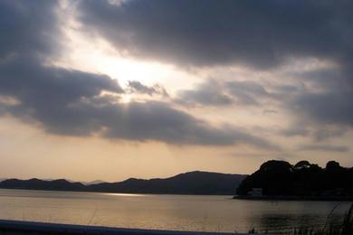 日は また 沈む。 でも、また、昇る。
