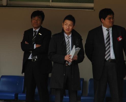 9Rパドックで角田調教師発見!