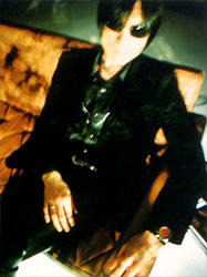 彼こそがギタリスト。アベフトシ。