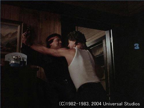 強襲者とのもみあいの末、マイケルは相手を射殺してしまう…