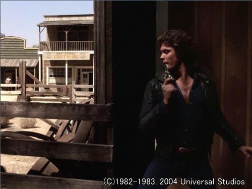 片田舎の町で、リボルバーを片手に、敵と銃撃戦が始まった!