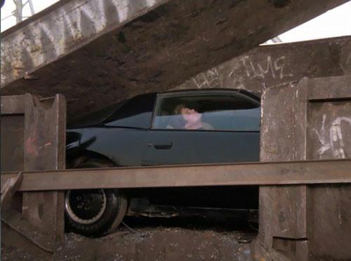 マイケルとキット、カースクラップのプレス機に襲われピンチ!