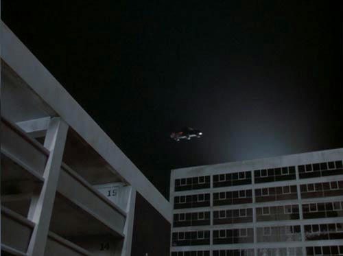 ミニチュアキットが、ターボブーストでビル屋上から飛び立つ!