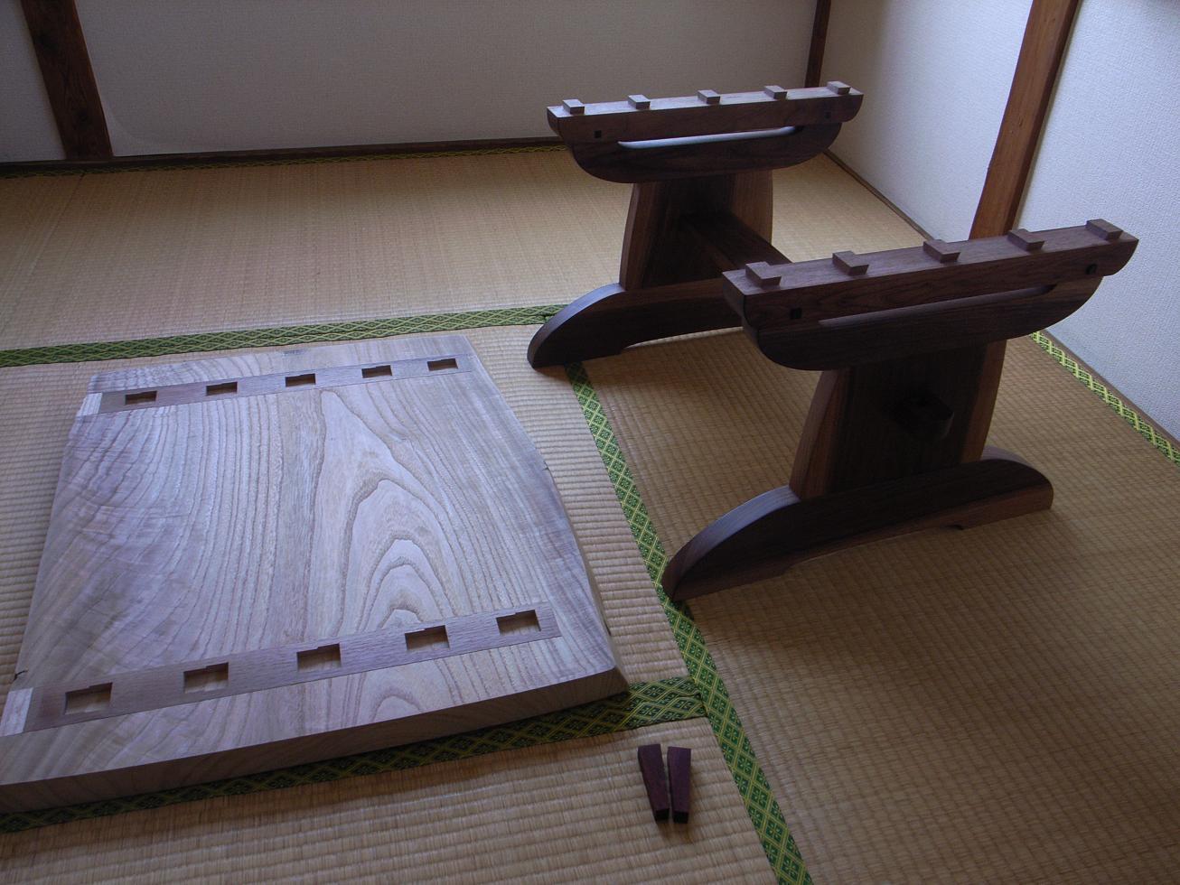 桐とウォールナットのテーブル