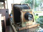 待合を飾る古めかしいカメラ